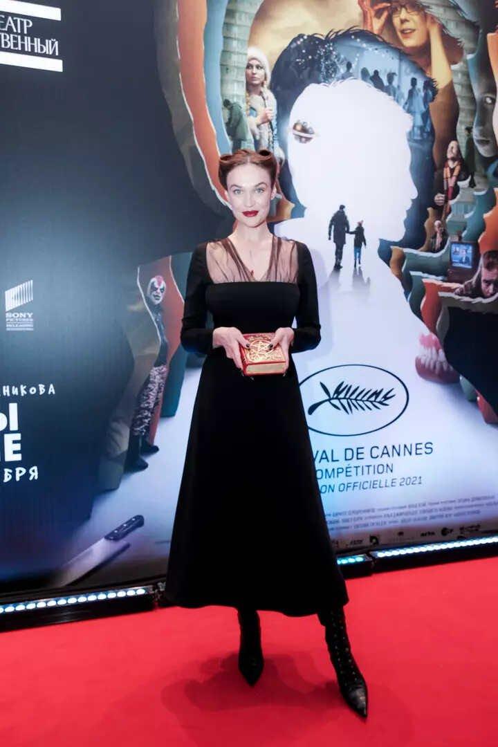 Похудевшая и помолодевшая Лолита и другие знаменитости пришли на кинопремьеру