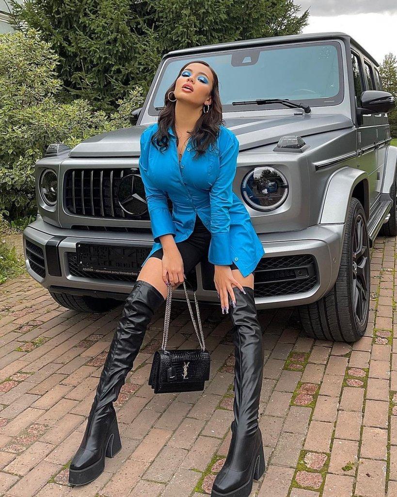 Валя Карнавал купила машину за 22 миллиона рублей