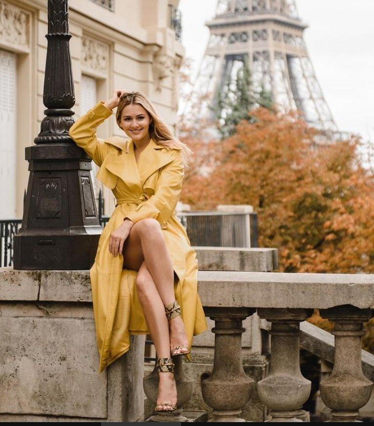 Мария Кожевникова устроила осеннюю фотосессию на фоне Эйфелевой башни
